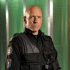 Ed Lane (Hugh Dillon) en <a href=