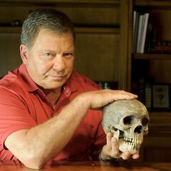 Fue la voz de William Shatner en la serie-Documental <a href=