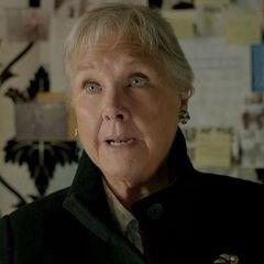 Sra. Holmes (Wanda Ventham) en <a href=