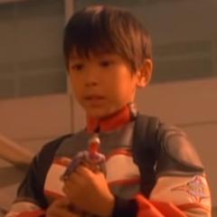 Niño del muñeco Ultraman Tiga también en <a href=