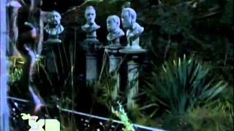 La Mansión Embrujada - La llave está en el mausoleo (Latino)
