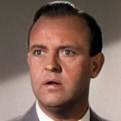 Bertram Kraler (Grady Sutton) en <a href=
