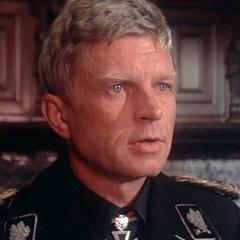 Mayor General Ludwig (Hardy Krüger) también en <a href=