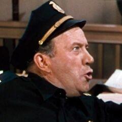 Capitán de policía (Edgar Kennedy) en <a href=