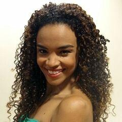 También es la voz recurrente de la actriz brasileña <a href=