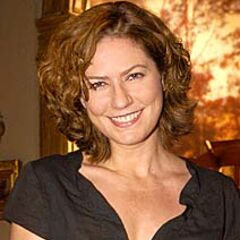Doblo ocasionalmente a la actriz brasileña <a href=