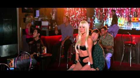 """¿QUIÉN *&$%! SON LOS MILLER? - Tv Spot 1 """"Coartada"""" 30"""" - Oficial de Warner Bros"""