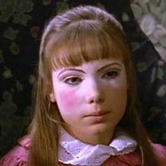 Susan Henderson (Amanda Walsh) en <a href=