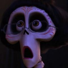 Tía Victoria (Dyana Orteli) en <a href=