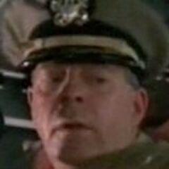 Capitán Pederson (Billy J. Mitchell) en <a href=