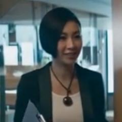 Asistente de Yan Lin - Jacqueline Chong - , también en <a href=