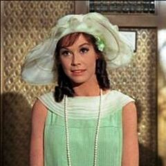 Dorothy Brown (Mary Tyler Moore) en el redoblaje de <a class=