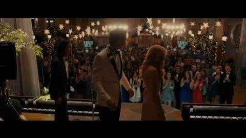 Carrie 2013 Trailer Oficial LATINO del Blu ray con ChloëMoretz (LATINOAMERICA)