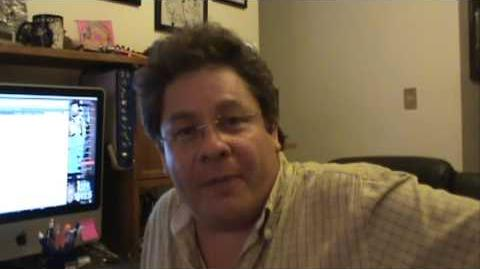 Javier Rivero mandando saludos como Saga de Geminis