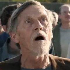 Anciano en el doblaje de Videomax de <a href=