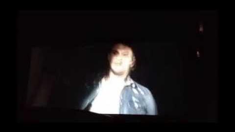 Evil Dead 2013 - Posesión Infernal - Beso Natalie y Mia Español Latino