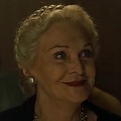 Abuela (Sheila Hancock) en <a href=