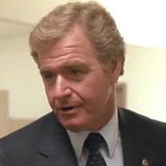 Capitán Ed Murphy en el clásico ochentero de acción <a href=
