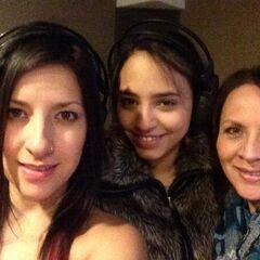 Carla Castañeda, Melissa Gedeon y Maggie Vera durante la grabación de las canciones. (10/04)