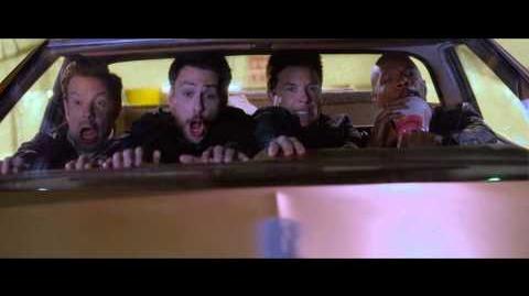 """QUIERO MATAR A MI JEFE 2 - Vuelta al trabajo 20"""" - Oficial Warner Bros"""