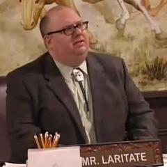 Profesor Laritate en <a href=