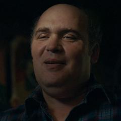 Randall (Glenn Flesher) en <a href=