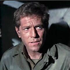 Teniente Phil Hartman (<a href=