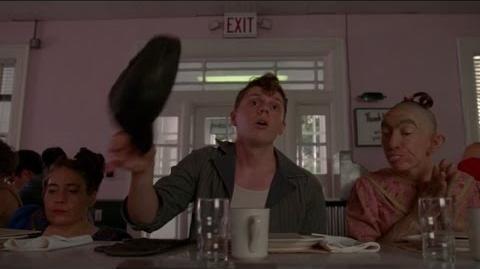 American Horror Story ''Freak Show'' - Los freaks en el restaurante