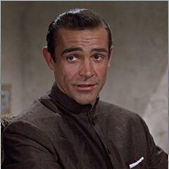 Fue el primer actor en doblar al agente 007, <a href=