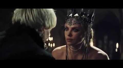 Blanca Nieves y El Cazador Vídeo Clip - Ravenna está furiosa (Latino)