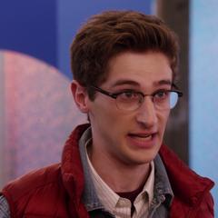 Zach (Noah Robbins) en <a href=