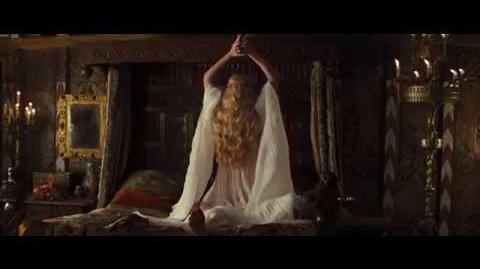 Blanca Nieves y El Cazador Vídeo Clip - Ravenna se convierte en Reina y mata al Rey (Latino)