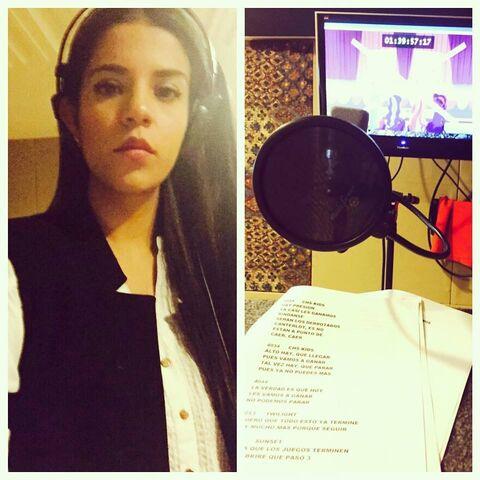 Tori Dominguez durante la grabación de las canciones del personaje de Sunset Shimmer (14/07/15).