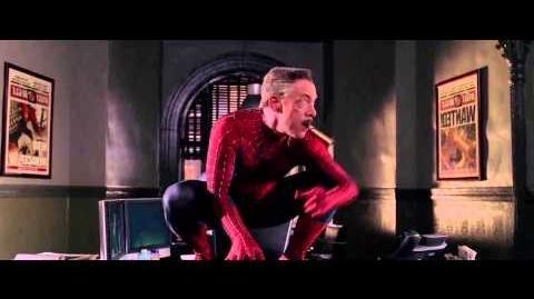 Spider-Man 2.1 Jameson se pone el traje.
