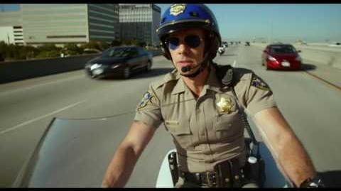 "CHIPS PATRULLA MOTORIZADA RECARGADA - Maneja 15"" - Oficial Warner Bros"