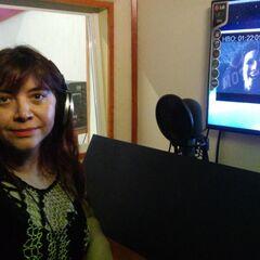 Mónica Pavón dobando a su personaje Liliana/Lilith