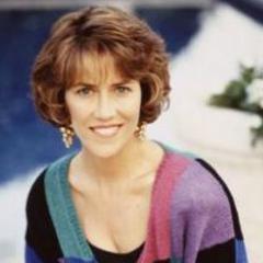 Cindy Walsh (Carol Potter) en <a href=