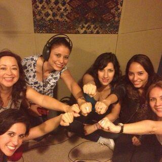 Maggie Vera, Analiz Sánchez, Elsa Covian, Claudia Motta, Carla Castañeda y Melissa Gedeón realizando un