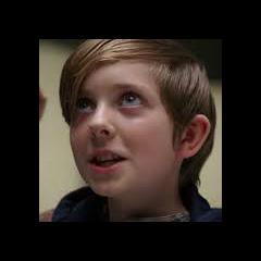Michael / Capitán Rip Hunter (joven) en <a href=