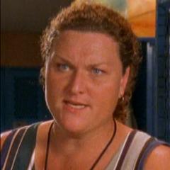 Entrenadora Kelly (1ª voz) en <a href=