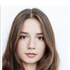 Ece es una de las protagonistas en la película <a href=