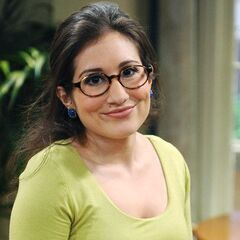Stephanie (Lucy DeVito) en <a href=