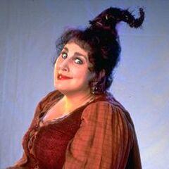 Mary Sanderson en el redoblaje de <a href=
