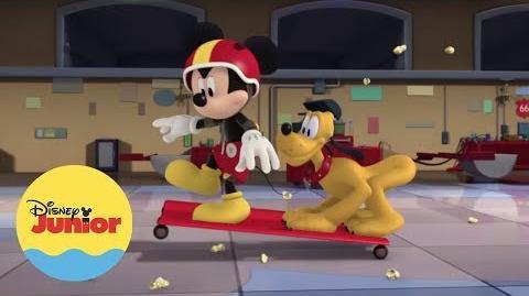La Fiesta es Aquí - Mickey- Aventuras Sobre Ruedas