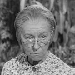 Abuela (Irene Ryan) en <a href=