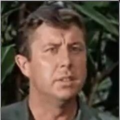 Patterson (Paul Trinka) en <a href=