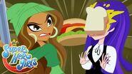 ¡Guerra de comida! 🍔 DC Super Hero Girls Latino America