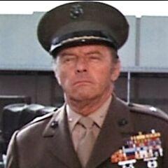 General Winthrop (Harry Lauter) en <a href=