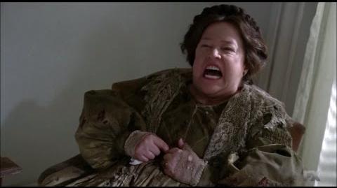 American Horror Story ''Coven'' - Fiona saca a Delphine de la tumba