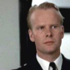 Teniente Anderson (Peter Aylward) en <a href=